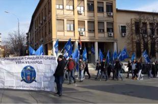 Протест и шетња полицајаца у Прокупљу (видео)