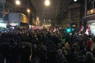 Београд: Протести у Београду из недеље у недељу све масовнији! (видео)