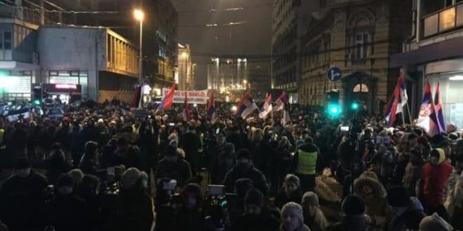 Београд: Протести у Београду из недеље у недељу све масовнији! (видео) 1