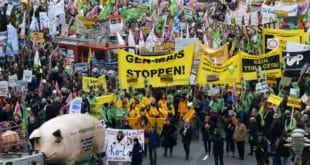 У Немачкој протест пољопривредника, траже здраву храну (видео)