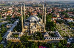 Турска шиптарима поклања отоманску џамију у Приштини