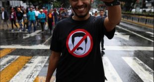 Венецуела: Најмање 16 особа погинуло у сукобима током антивладиних протеста (видео) 12