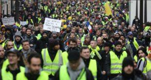 """Протест """"Жутих прслука"""": Оклопна возила и 5.000 полицајаца на улицама Париза (видео)"""
