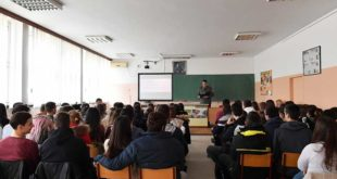 Србија: Хиљаду наставника без праве дипломе
