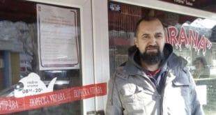 Миленку Марјановићу, носиоцу транспарента у Шапцу, затворили радњу, порезници долазили три пута за пола године 7