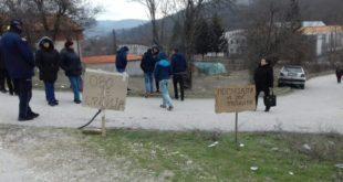"""Радници """"Гумопластика"""": Хтели смо да зауставимо Вучића и питамо га за судбину наше фабрике, али полиција нас је удаљила 1"""
