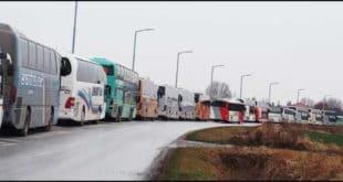 ВУЧИЋ У ШАПЦУ: Десетине аутобуса НА СИЛУ доводе људе из Сремске Митровице, Руме, Уба, Kрупња, Лазаревца,…
