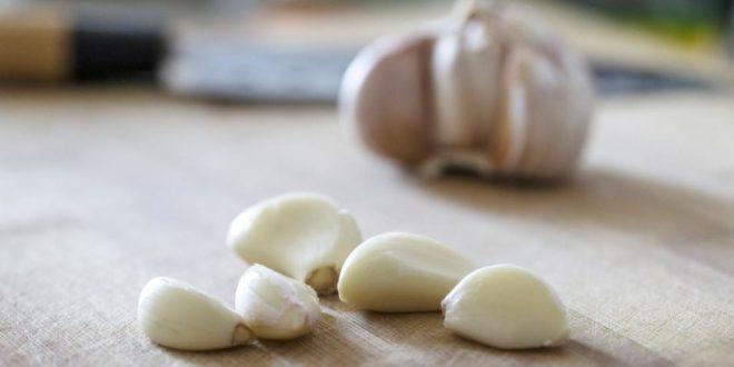 """""""Антибиотици су чисто зло"""": Српски лекар поручује да они не лече ништа и да уместо њих узимамо бели лук, прополис и оригано"""