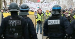"""Француска: """"Жути прслуци"""" опет у акцији (видео)"""