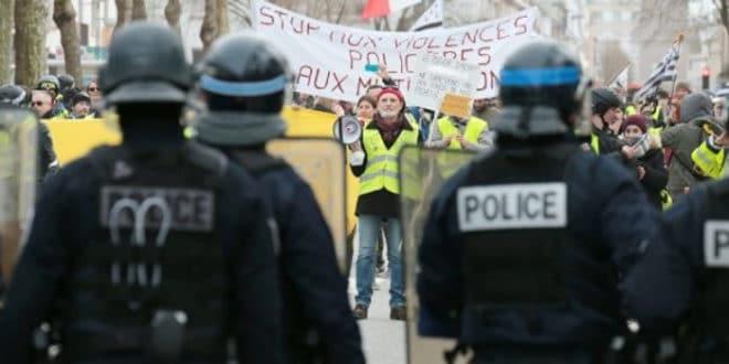 """Француска: """"Жути прслуци"""" опет у акцији (видео) 1"""