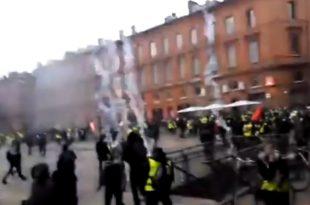"""Француски глобалистички режим буквално бомбардује """"Жуте прслуке"""" гасом! (видео)"""