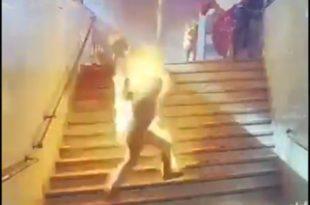 KАИРO: Експлодирао резервоар воза, људи ватрене буктиње јурили по перонима (видео 18+)