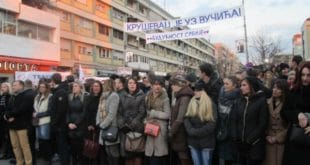 ВУЧИЋЕВ ДЕБАKЛ У KРУШЕВЦУ И поред претњи и присиле мање од 3.000 људи дошло на митинг 8
