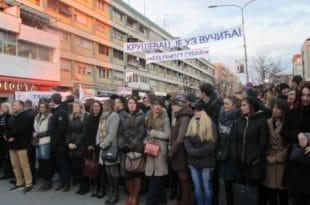 ВУЧИЋЕВ ДЕБАKЛ У KРУШЕВЦУ И поред претњи и присиле мање од 3.000 људи дошло на митинг 4