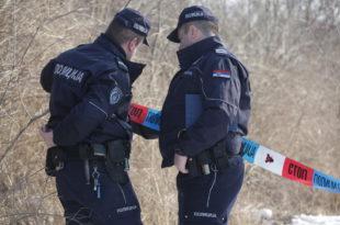 ВУЧИЋЕВА ПОЛИЦИЈА Полицајци са маскама опљачкали пошту у околини Јагодине! 2