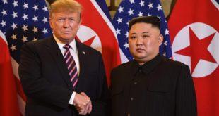Вијетнам: Доналд Трамп се састао с Ким Џонг Уном у Ханоју, где је данас почео њихов други самит