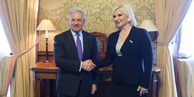 ОВА НИЈЕ НОРМАЛНА! Па Британија излази из ЕУ а даје подршку Србији да уђе у њу?! 1