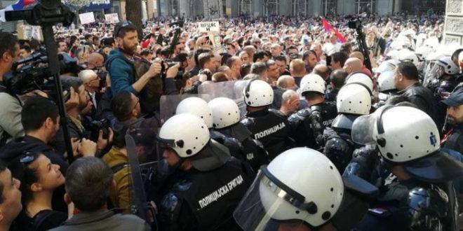 """""""Видљиви знаци дефанзиве власти, СНС нема капацитета да се брани"""" 1"""