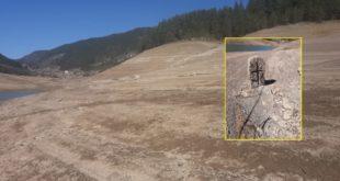 Стравичан призор Заовинског језера: Вода опала а појавили се темељи кућа, надгробни споменици… (видео, фото) 12