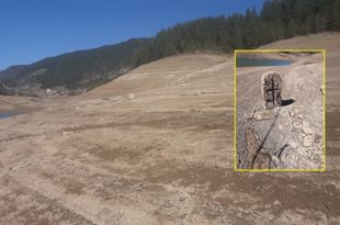 Стравичан призор Заовинског језера: Вода опала а појавили се темељи кућа, надгробни споменици… (видео, фото)
