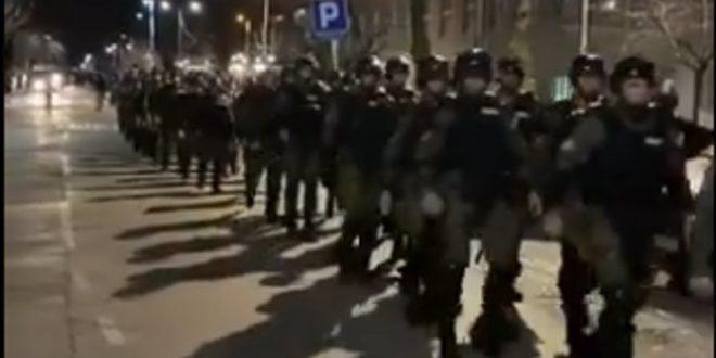 У зграду РТС-а стижу полицијска појачања (видео) 1