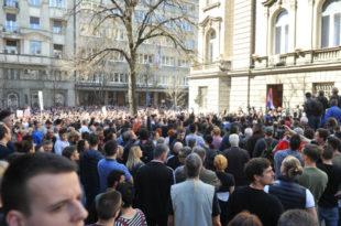 Демонстранти опколили Председништво, не дају Вучићу да изађе (видео) 6
