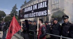 Хиљаде Албанаца траже Рамину оставку