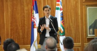 Брнабић: Не пристајемо ни на какве ултиматуме, одбацујем захтев за моју смену 12