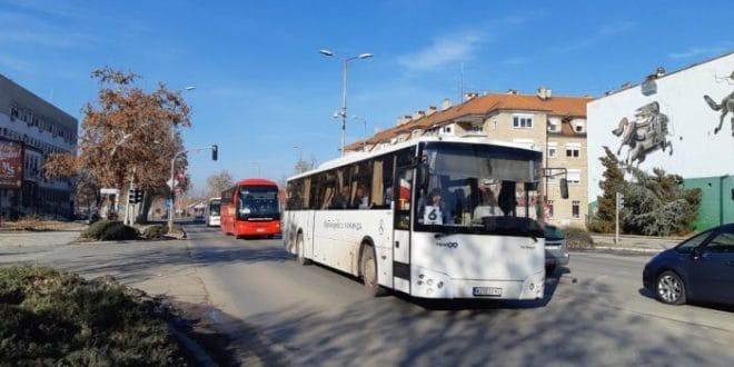 ИНВАЗИЈА НА ЗРЕЊАНИН: Више од 170 аутобуса довезло напредне ботове на митинг 1