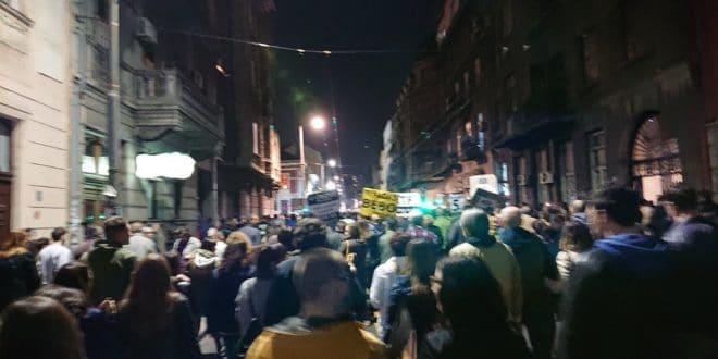 Још један протест у Београду, народ кренуо у шетњу до РТС-а (видео) 1