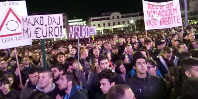 Црна Гора: Оставке, или дижу буну