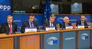 Отужне изјаве одлазећих бриселских мафијаша којима прете побуњеним грађанима на Балкану 6