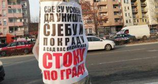"""Нови Сад: Излепљени плакати са увредљивим порукама учесницима протеста """"Један од пет милиона"""" 10"""
