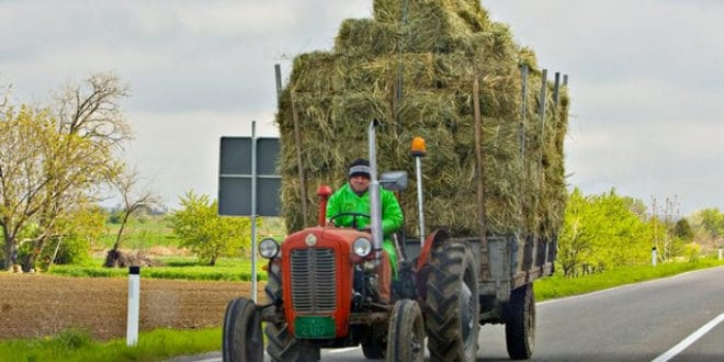 Регистрација трактора и мопеда сваке године 1