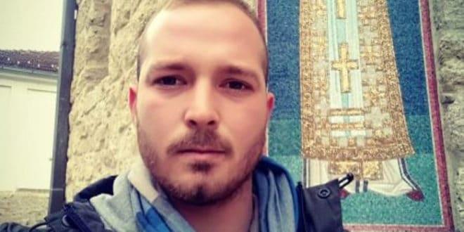 УРОШ САВИЋ – ЖРТВА ФАШИСТИЧКОГ РЕЖИМА Погледајте због чега је овај момак пребијен и осуђен на 30 дана затвора! (видео) 1