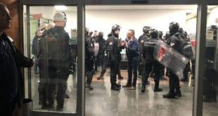 Србија: Закон за хулигане примењен на политичким неистомишљеницима 7