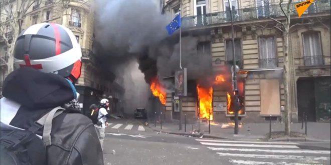 Поново гори Париз: Сукоби на улицама, полиција употребила водене топове (видео) 1