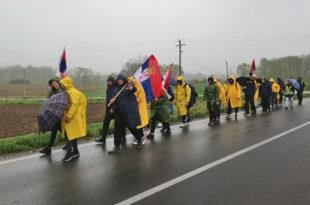 ''Срби'' са КиМ пешке у Београд - за Србију, Вучића и 50 хиљада динара!