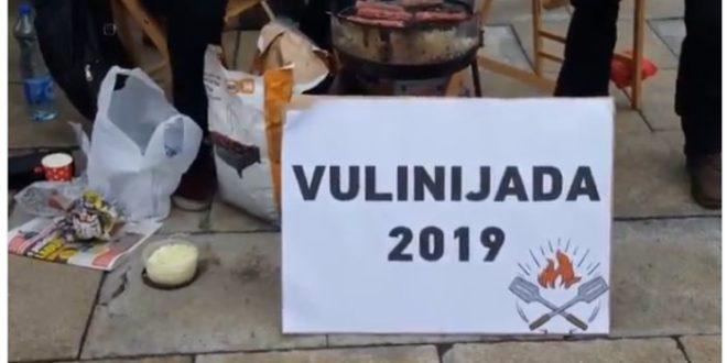 Испред Народне скупштине Републике Србије студенти су организовали Вулинијаду 2019! 1