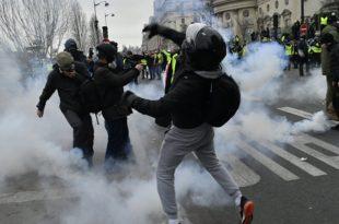 Јуриш на Европски парламент: Сукоби полиције и припадника Жутих прслука (видео)