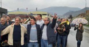 Радници фабрике из Ивањице после отказа фирму напустили уз музику! (видео) 3