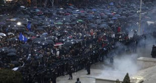 Албанија: Хиљаде демонстраната протестовало у Тирани, сукобили се са полицијом