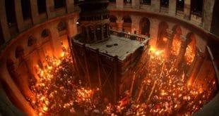 Христос Васкрсе! Благодатни огањ и ове године долази Православнима (видео) 9