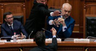 РАМА ГУБИ ВЛАСТ: Албанија је у стању државног удара