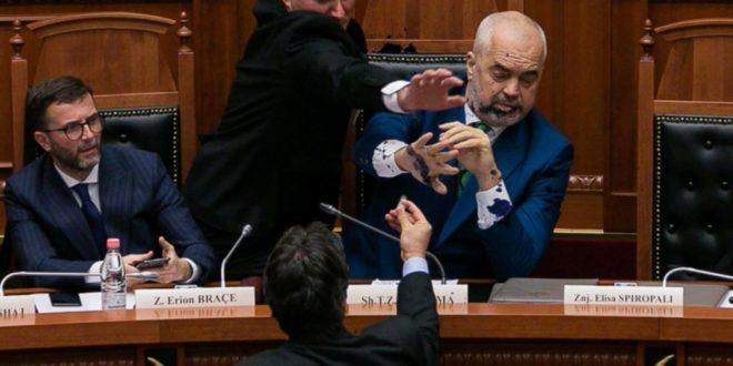 РАМА ГУБИ ВЛАСТ: Албанија је у стању државног удара 1