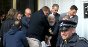 Британска полиција ухапсила Џулијана Асанжа (видео) 10