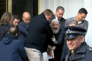 Британска полиција ухапсила Џулијана Асанжа (видео) 9
