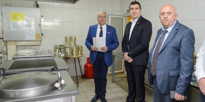 Kока-кола донирала опрему за народне кухиње у Србији 1