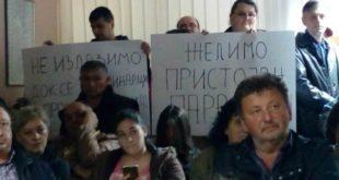 ТЕРОР! Напредњаци упали у скупштине Параћина и Шапца којима влада опозиција (видео) 2