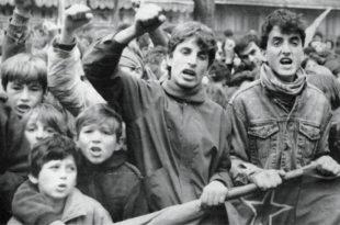 АЛО НАПРЕДЊАЦИ! Када крећете да гурате децу у прве редове испред ваших издајника, лопова и тајкуна?